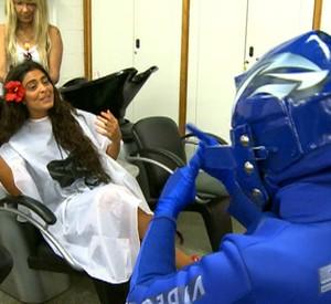 Juliana Paes recebeu o Vídeo Boy em seu camarim (Foto: Reprodução/TV Globo)