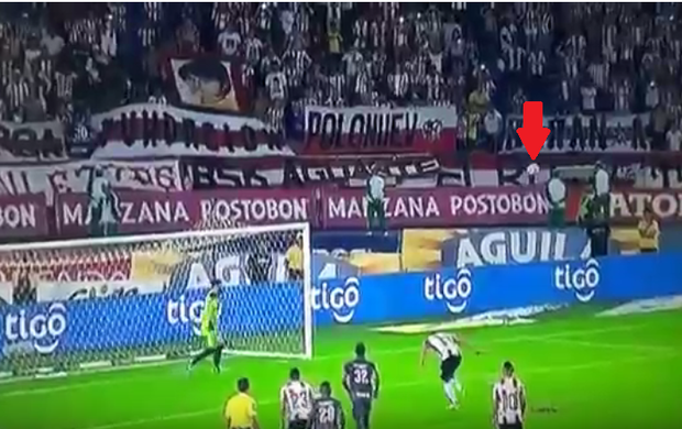 BLOG: Ex-River e Sporting, Teo Gutiérrez cobra pênalti bizarro na Colômbia; confira