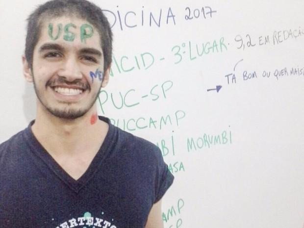 Angelo Cavalcanti, de Suzano, foi aprovado em nove universidades de medicina. Ele também gabaritou em Química e Biologia na Fuvest (Foto: Angelo Cavalcanti/ Arquivo Pessoal)