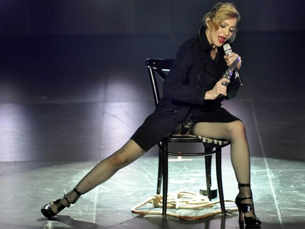 Cantora Madonna durante show intimista no Olympia Hall, em Paris, nesta quinta (26) (Foto: Guy Oseary/AP)