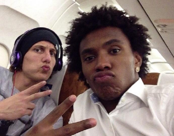 Willian David Luiz avião seleção brasileira (Foto: Reprodução Instagram)