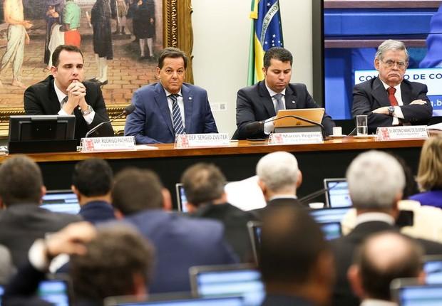 Sessão da CCJ da Câmara que discute a aceitação de denúncia contra o presidente Michel Temer (Foto: Marcelo Camargo/Agência Brasil)