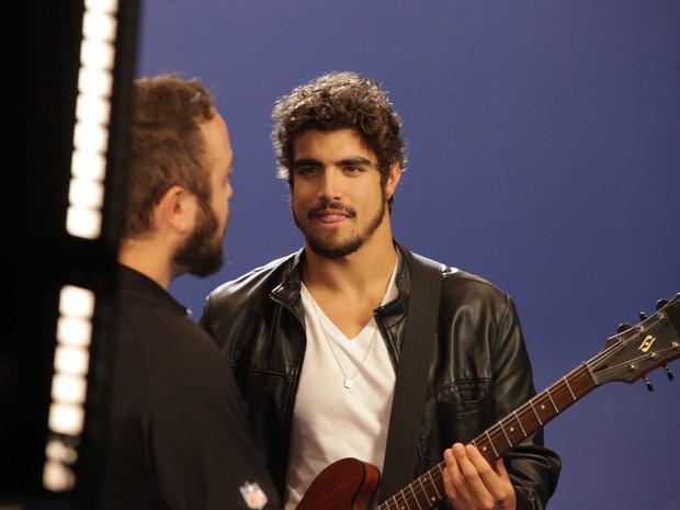 Caio Castro  gravando clipe (Foto: Leo Franco /Agnews )