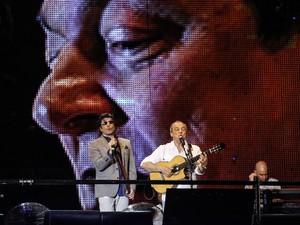 Paulo Ricardo recebe diversos convidados como Supla e Toquinho em apresentação na Paulista (Foto: Vagner Campos/G1)