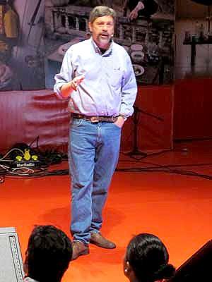 Jim Robbins falou no segundo dia de palestras do TEDxRio+20 (Foto: Lilian Quaino / G1)