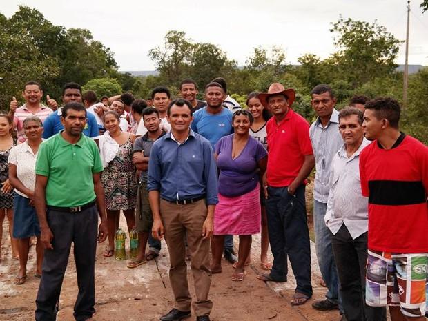 Moradores estavam sem ponte há mais de sete meses (Foto: Reprodução/Facebook)