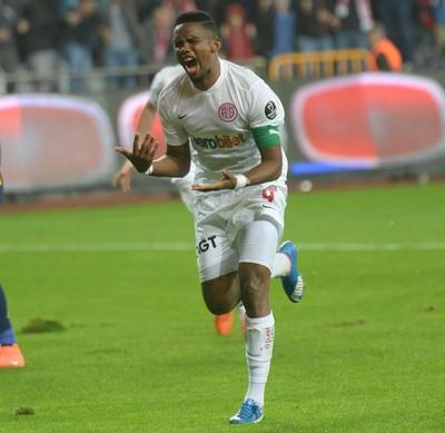 Eto'o  Antalyaspor (Foto: AFP)