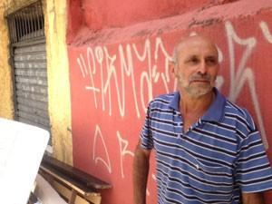 Pedreiro diz que não tem para onde ir após reintegração (Foto: Paulo Toledo Piza/G1)