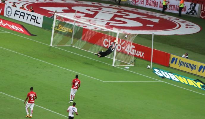 Marcos Paraná marca em chute de fora da área (Foto: Tomás Hammes)