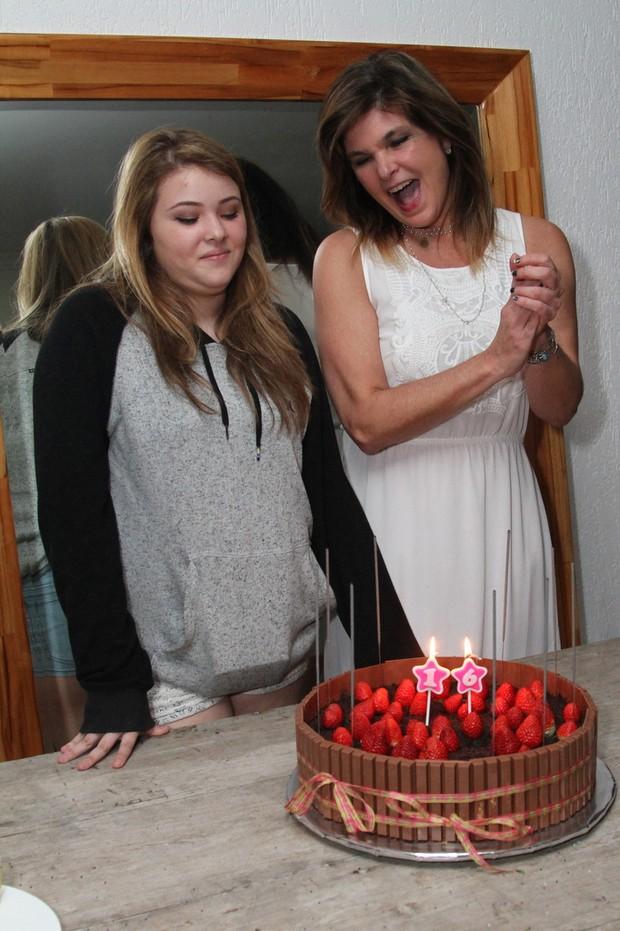 Cristiana Oliveira festeja o aniversário de 16 anos da filha, Antonia (Foto: Anderson Borde / AgNews)