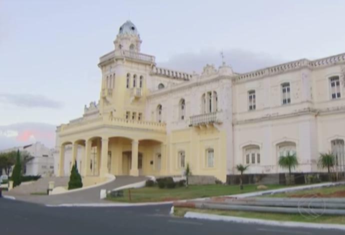Palácio dos Ferroviários, Araguari, Minas Gerais (Foto: Reprodução/TV Integração)