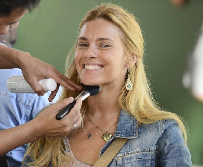 A atriz usa apenas um protetor facial com cor (Foto: Ellen Soares / Gshow)
