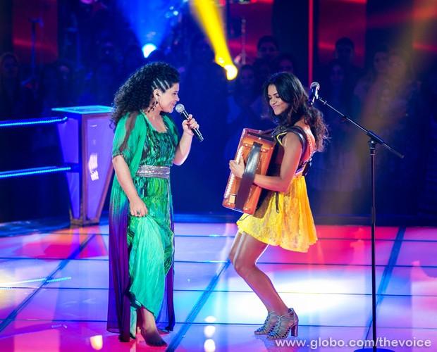 Lucy Alves e Khrystal cantam Dominguinhos (Foto: Isabella Pinheiro/TV Globo)