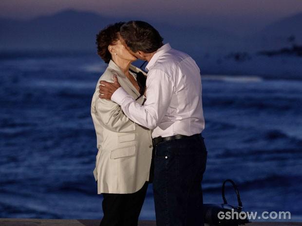 Finalmente! Após reencontro, Chica e Ricardo se beijam (Foto: Inácio Moraes/TV Globo)