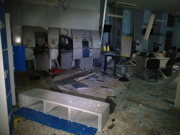 Com explosão, parte da agência em Quiririm ficou destruído