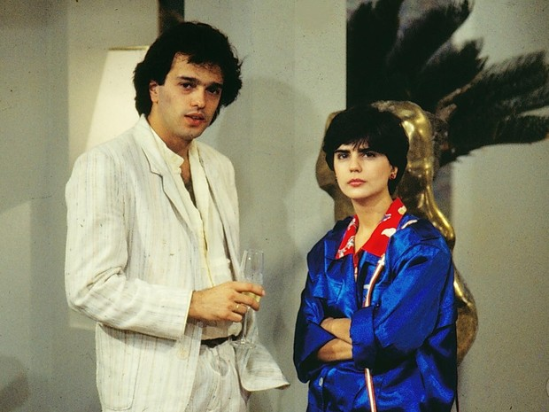 Tito (Jayme Periard) e Babi (Mayara Magri) em A Gata Comeu