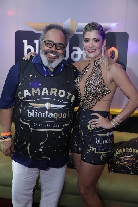 Jorge Aragão e Elana Viana. Sambista aprovou o nível dos desfiles e lamentou os acidentes na Sapucaí (Foto: Miguel Sá)