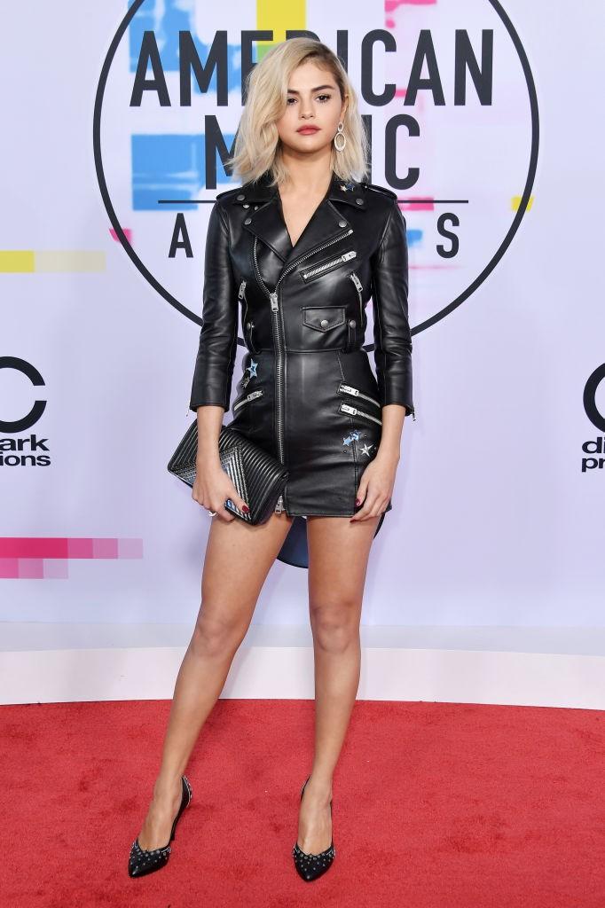 Look de Selena Gomez para o AMAs (Foto: Getty Images)