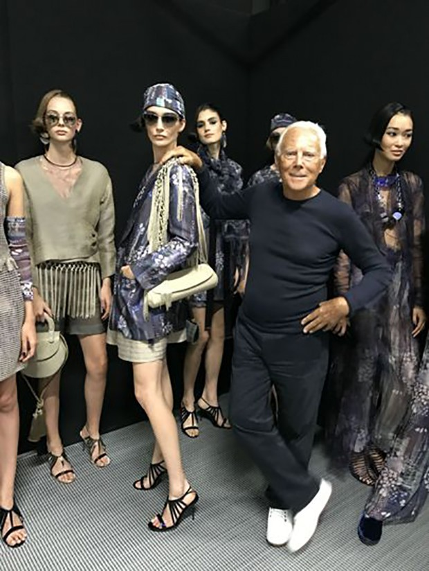 Giorgio Armani with his 'Charm' collection. (Foto: @SuzyMenkesVogue)