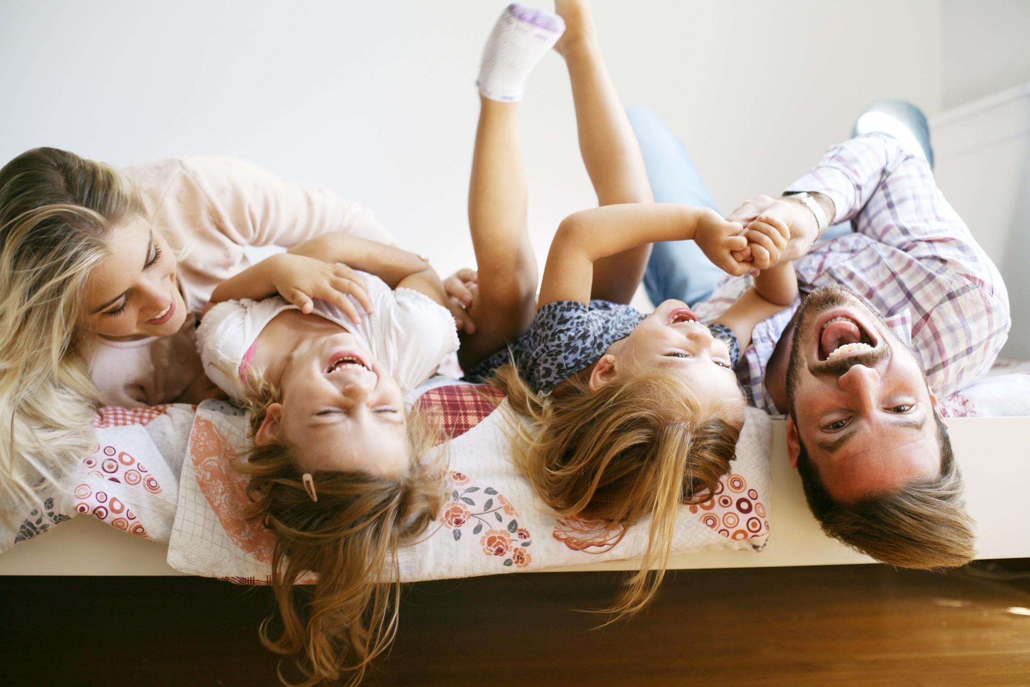 Família, feliz, amizade, filhos, pais (Foto: Thinkstock)