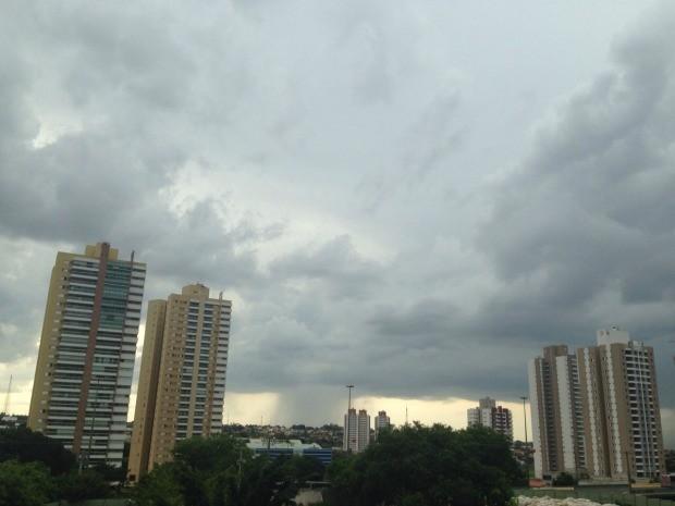 Céu de Campo Grande na tarde desta quarta-feira (19) (Foto: Adriel Mattos/G1 MS)