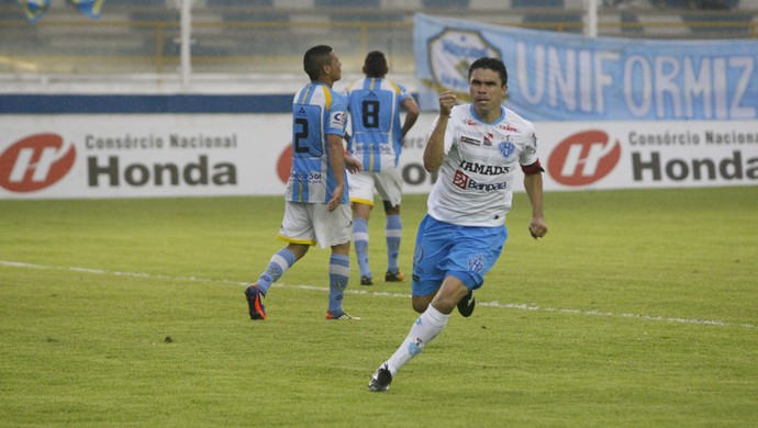 Vanderson foi o autor do gol que garantiu o acesso ao Paysandu em 2012, na derrota por 3 a 2 para o Macaé (Foto: Marcelo Seabra/O Liberal)