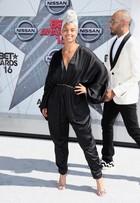 Alicia Keys vai a premiação nos EUA sem usar maquiagem