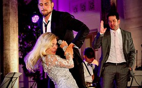 Carminha é humilhada pelo filho em suas bodas com Tufão