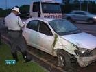 Carro capota e motorista fica ferida em Vila Velha, ES