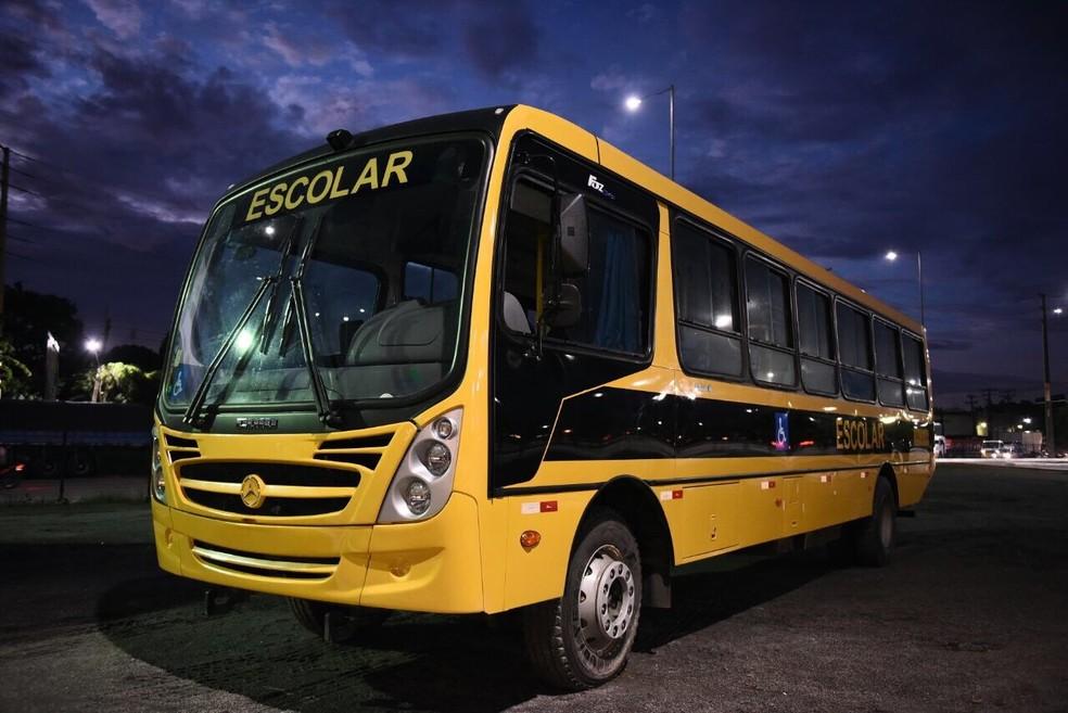 Ônibus escolar entregue pelo MEC a 72 municípios pernambucanos (Foto: Rafael Carvalho/Divulgação)