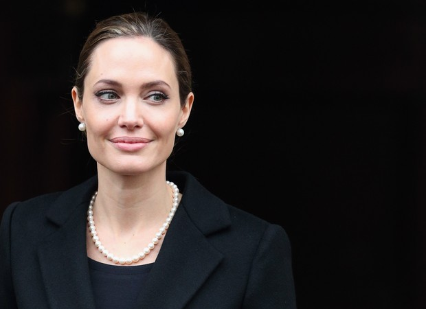 ANGELINA JOLIE REVELOU, EM TEXTO PUBLICADO NO THE NEW YORK TIMES, QUE FEZ UMA MASTECTOMIA PREVENTIVA (Foto: Getty Images)