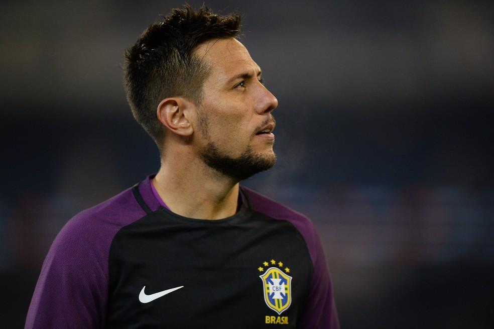 Diego Alves fará exames para jogar pelo Flamengo (Foto: Pedro Martins/Mowa Press)