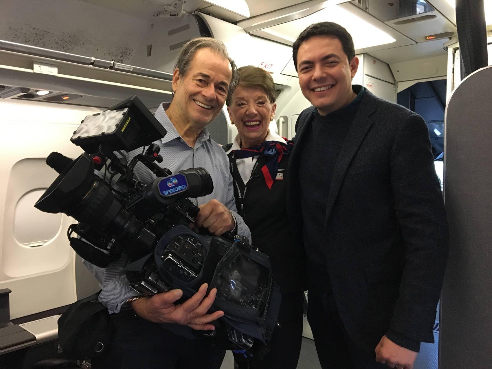 Bette Nash com o repórter cinematográfico Orlando Moreira e o repórter Alan Severiano