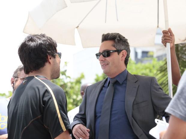 Alexandre Nero ouve as orientações do diretor João Paulo Jabur (Foto: Salve Jorge/TV Globo)
