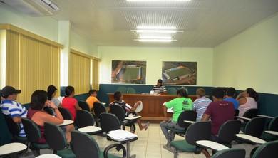 Reunião com dirigentes do Torneio Seletivo de Futebol Feminino no Acre (Foto: Nathacha Albuquerque)