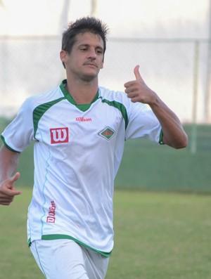 Têti faz o gol da classificação da Cabofriense (Foto: Léo Borges)