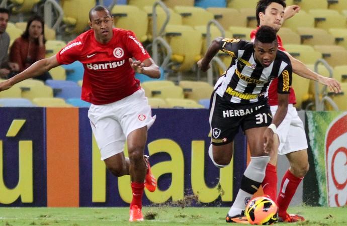 Vitinho, Botafogo x Internacional (Foto: Vitor Silva/SSPress)