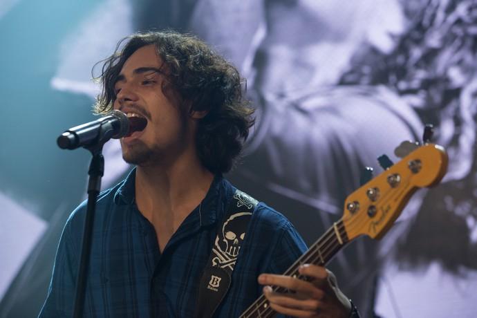 Na pele de Nicolau, Danilo Mesquita canta durante o show (Foto: Fábio Rocha / Gshow)