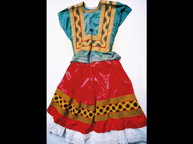 G1 O Guarda Roupa De Frida Kahlo Aberto 50 Anos Após Sua