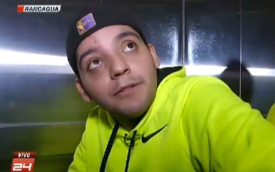 Sebastián Reyes, de 23 anos, caiu do 17º andar de um prédio em Roncágua, no Chile, e sobreviveu (Foto: Reprodução/Canal 24 horas)