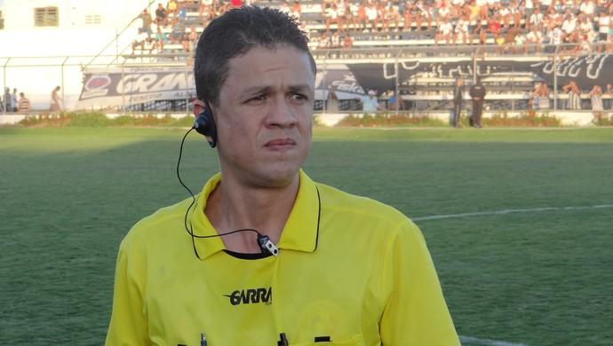 Charles Hebert, árbitro (Foto: Leonardo Freire/GloboEsporte.com)