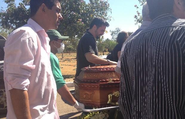 Policial foi enterrado na manhã desta quinta-feira (30) Goiânia Goiás (Foto: Vanessa Martins/G1)