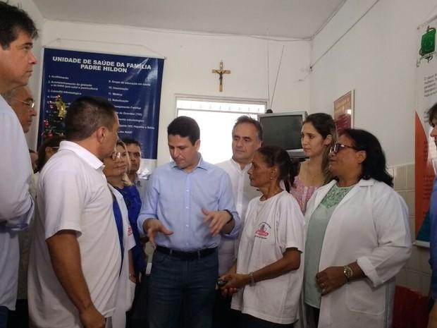 Ministro das Cidades em ação de combate à dengue em João Pessoa (Foto: Diogo Almeida/G1)