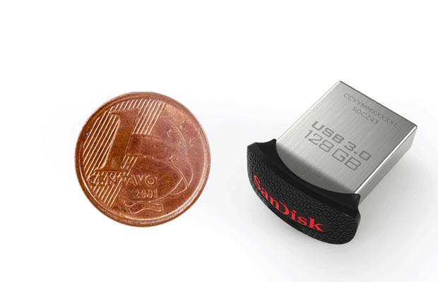 Pendrive da SanDisk de 128 GB tem o tamanho de uma moeda de um centavo. (Foto: Divulgação/SanDisk)