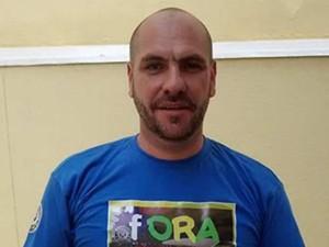 Marcello Reis, do Revoltados Online, que vende camisetas e bonés pró-impeachement (Foto: Divulgação)