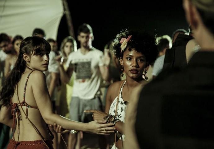 Douglas libera Débora, mas manda Rose ficar (Foto: Gabriel Nascimento/Gshow)