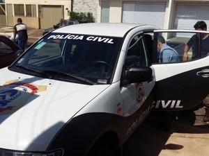 Idoso preso suspeito de estupro de vulnerável é conduzido para delegacia (Foto: Divulgação)