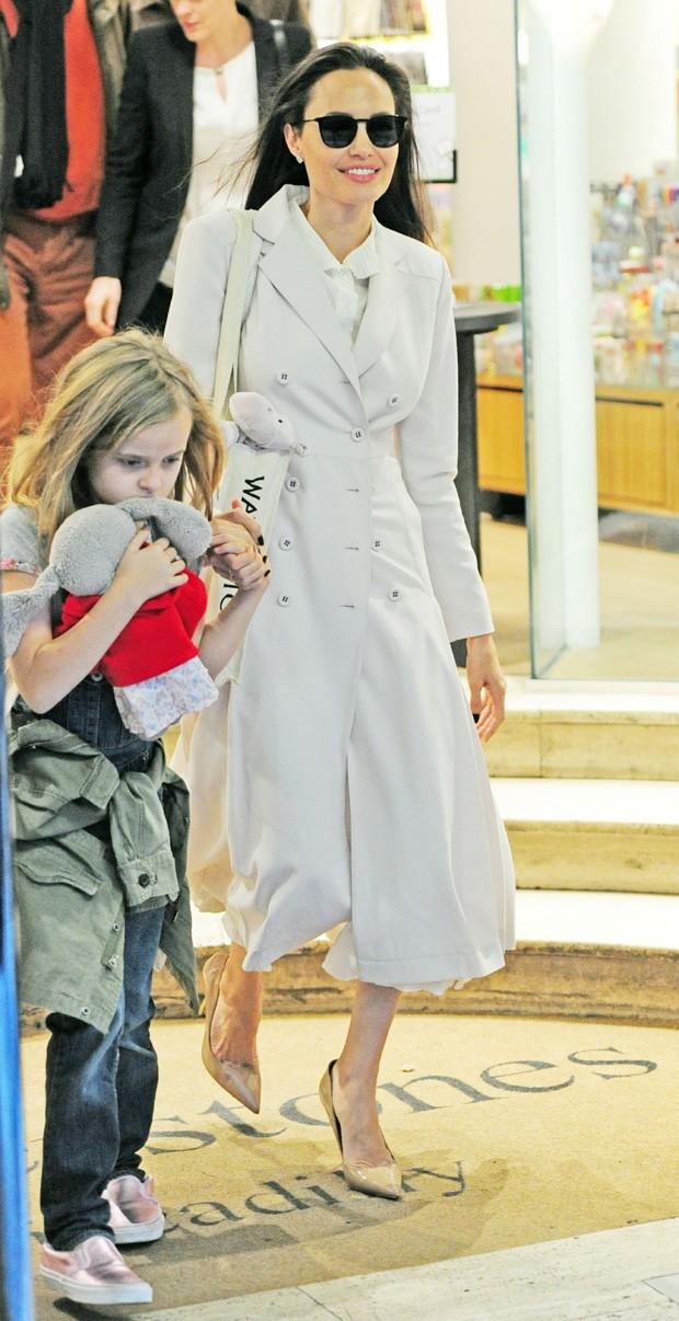 Angelina Jolie e Vivienne (Foto: The Grosby Group)
