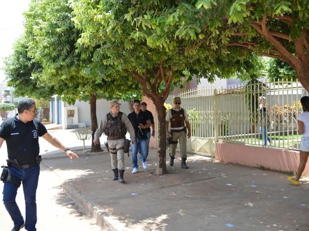 Prisão ocorreu na tarde deste domingo (Foto: Divulgação/Polícia Civil)