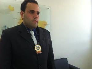 Delegado Rodrigo Maria também participa da operação em São Fidélis  (Foto: Priscilla Alves/ G1)